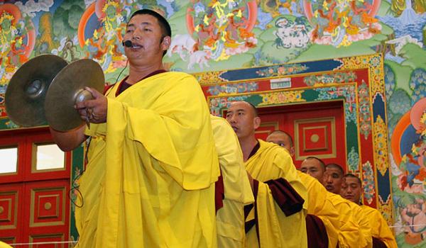 Борец изДагестана осквернил статую Будды вКалмыкии
