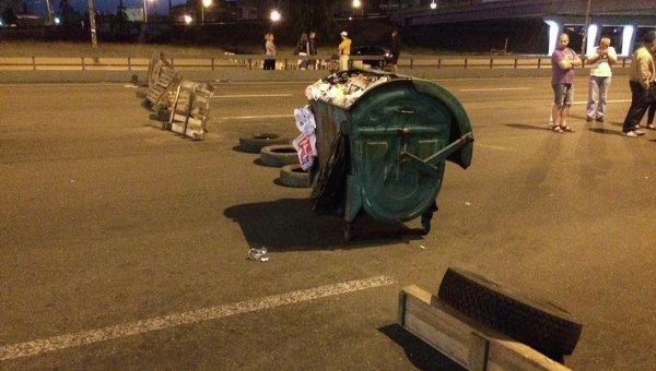 В Киеве ночью возвели баррикады