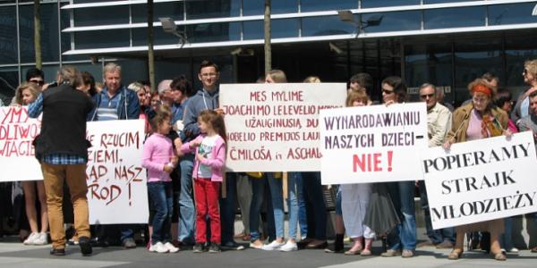 В Литве русские и польские школы проведут забастовку