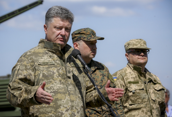 """""""В ожидании вторжения"""" - Порошенко снова пообещал дать России """"достойный ответ"""""""