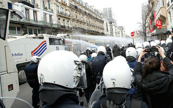 В центре Брюсселя ультраправые вступили в противостояние с полицией