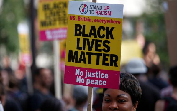ВСоединенном Королевстве Великобритании перекрыли дороги взнак протеста против притеснений чернокожих