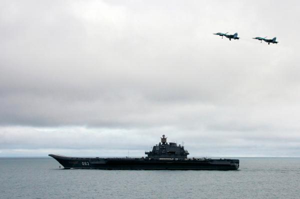 """Великобритания мобилизовала флот из-за выхода """"Адмирала Кузнецова"""" в море"""