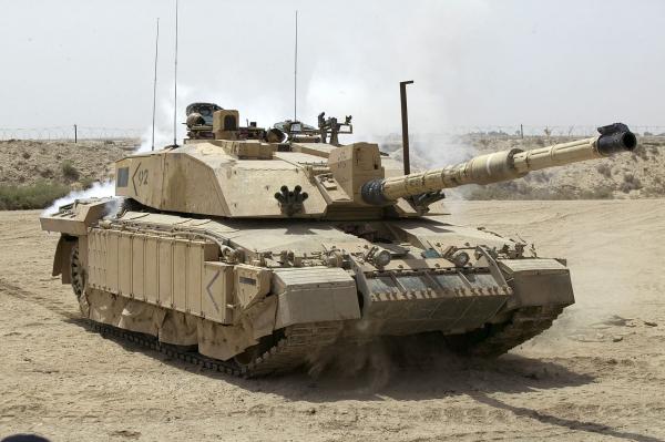 Великобритания перебросит в Эстонию готовый к бою батальон с бронетехникой