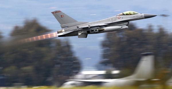 Дания осуществила первую бомбардировку объектов «ИГ» вСирии