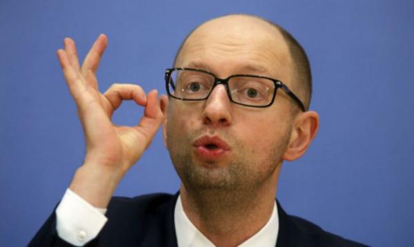 """Яценюк обещает дать """"симметричный ответ"""" на """"торговые санкции"""" РФ"""