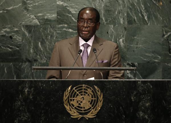 Президент Мугабе требует снять санкции сЗимбабве